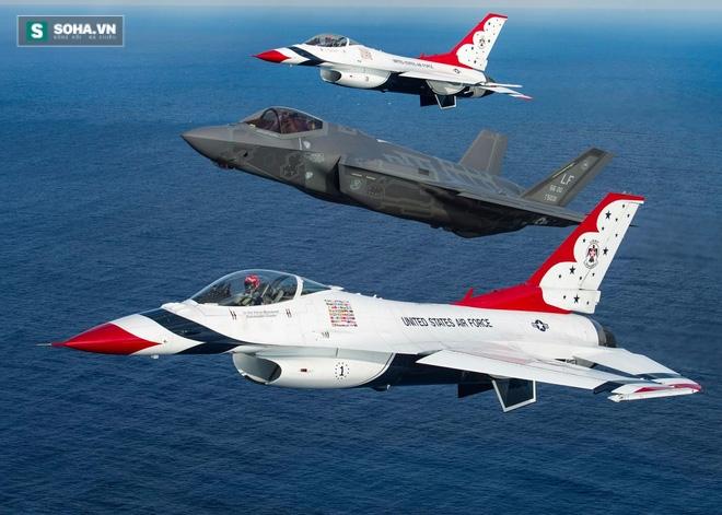 Bức ảnh chụp chung với F-16 khiến F-35 nhận... mưa gạch đá - Ảnh 1.