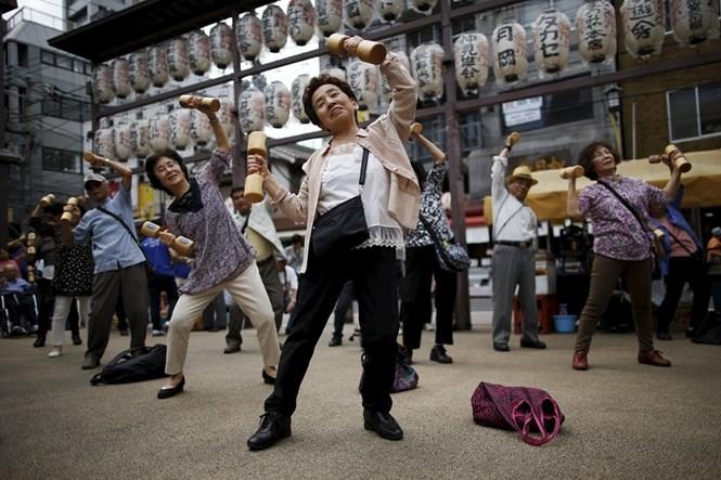 Tiền và quyền thuộc về người già Nhật Bản /// Reuters