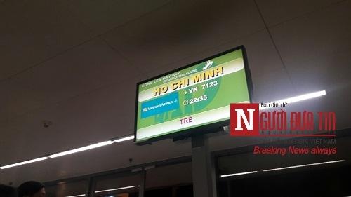 'Bát nháo' sân bay Đà Nẵng, hành khách ùn ứ ở 1 cửa ra máy bay - Ảnh 7