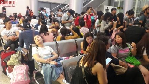 'Bát nháo' sân bay Đà Nẵng, hành khách ùn ứ ở 1 cửa ra máy bay - Ảnh 9