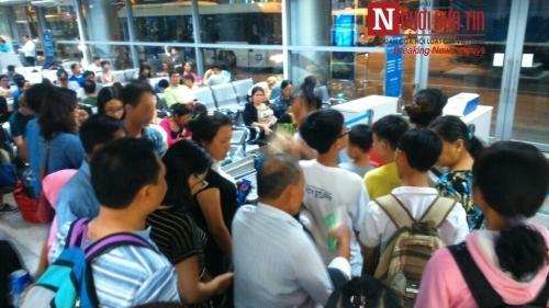 'Bát nháo' sân bay Đà Nẵng, hành khách ùn ứ ở 1 cửa ra máy bay - Ảnh 11