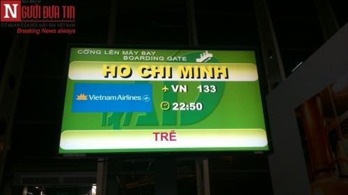 'Bát nháo' sân bay Đà Nẵng, hành khách ùn ứ ở 1 cửa ra máy bay - Ảnh 13