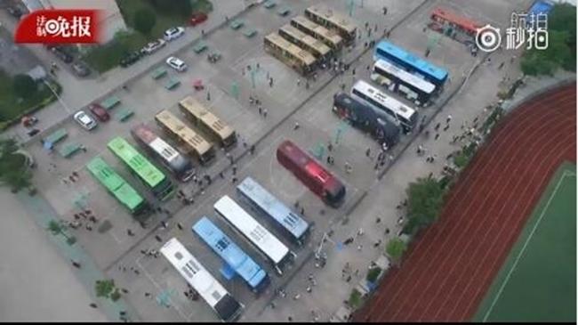 Choáng trước cảnh tượng hàng chục ngàn phụ huynh Trung Quốc tiễn con lên đường đi thi Đại học - Ảnh 3.