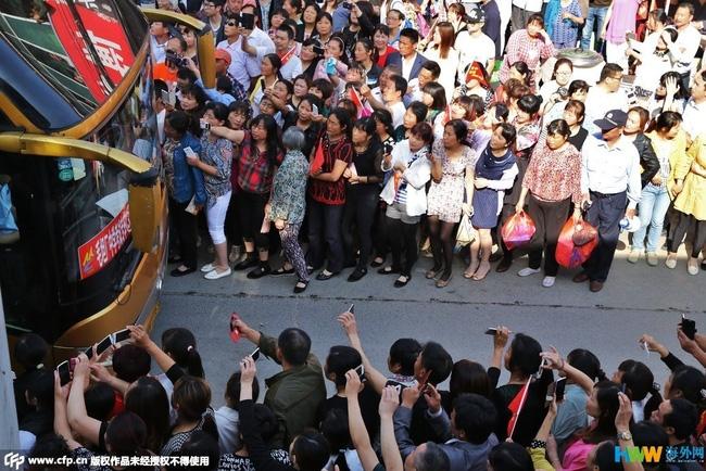 Choáng trước cảnh tượng hàng chục ngàn phụ huynh Trung Quốc tiễn con lên đường đi thi Đại học - Ảnh 12.