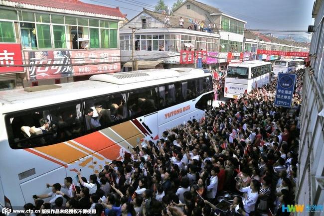 Choáng trước cảnh tượng hàng chục ngàn phụ huynh Trung Quốc tiễn con lên đường đi thi Đại học - Ảnh 14.