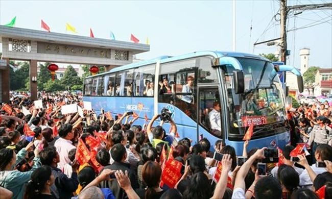 Choáng trước cảnh tượng hàng chục ngàn phụ huynh Trung Quốc tiễn con lên đường đi thi Đại học - Ảnh 15.