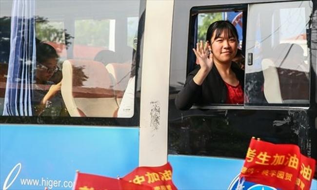 Choáng trước cảnh tượng hàng chục ngàn phụ huynh Trung Quốc tiễn con lên đường đi thi Đại học - Ảnh 19.