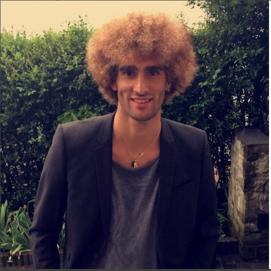 Fellaini nhuom toc vang hoe, hao hung khoe anh hinh anh 1