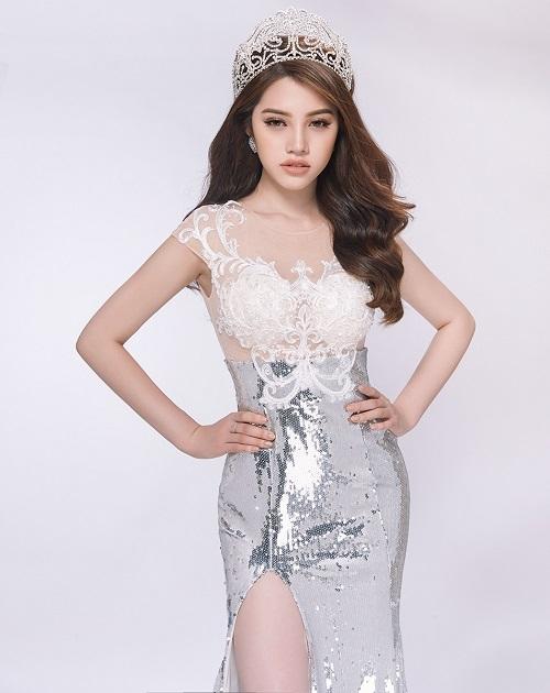 Hoa hậu Jolie Nguyễn gợi cảm với đầm ren mỏng manh - 5
