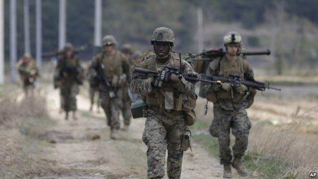 Lính thủy đánh bộ Mỹ từ căn cứ Okinawa, Nhật Bản tham gia tập trận chung Mỹ-Hàn ở Pohang, Hàn Quốc (Ảnh: AP)