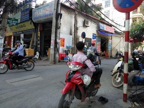 Nắng nóng đỉnh điểm, cuộc sống người Hà Nội bị đảo lộn - Ảnh 2