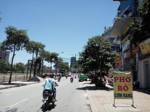 Nắng nóng đỉnh điểm, cuộc sống người Hà Nội bị đảo lộn - Ảnh 4