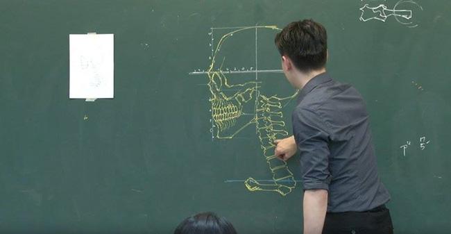Thầy giáo soái ca đã đẹp trai lại còn vẽ đẹp nhất thế giới - Ảnh 3.