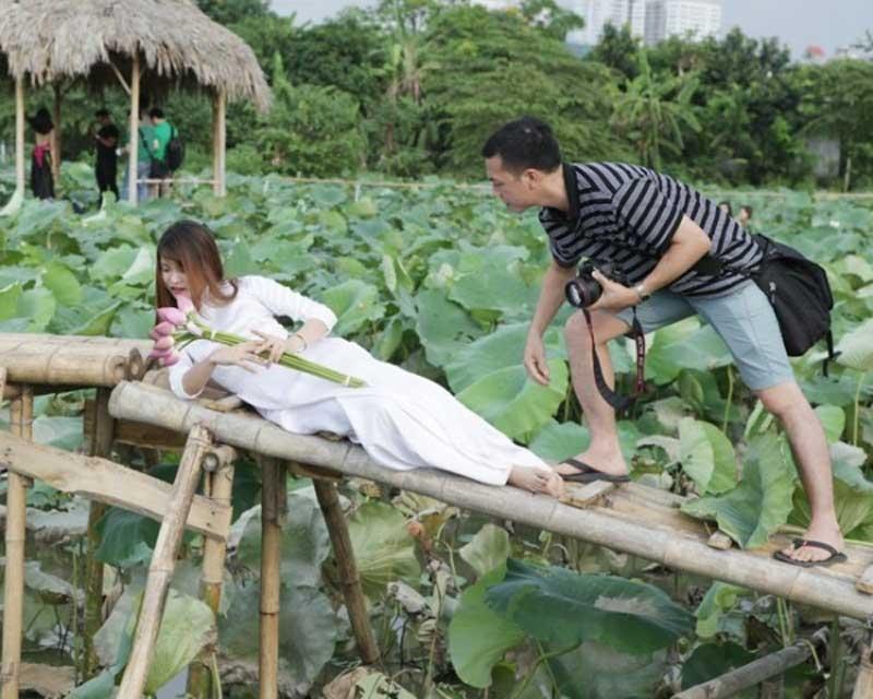 Thiếu nữ Hà, hoa sen, nhiếp ảnh, Xuân Đỉnh, tạo dáng, bùn, bức ảnh
