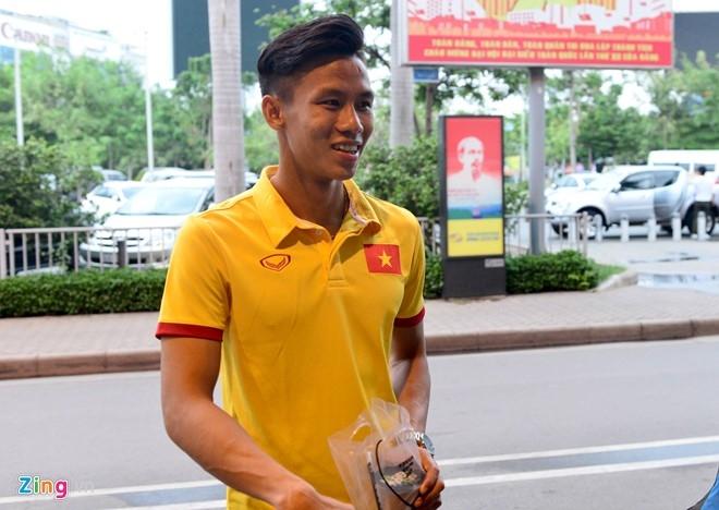 Thuy Tien ra san bay don Cong Vinh cung tuyen Viet Nam hinh anh 8