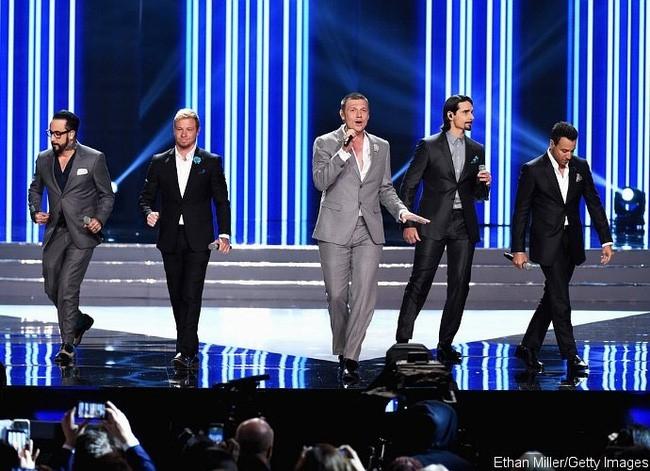 Backstreet Boys tai hop tren san khau Hoa hau My hinh anh 1