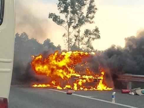 Bất an vì xe tự bốc cháy - ảnh 2