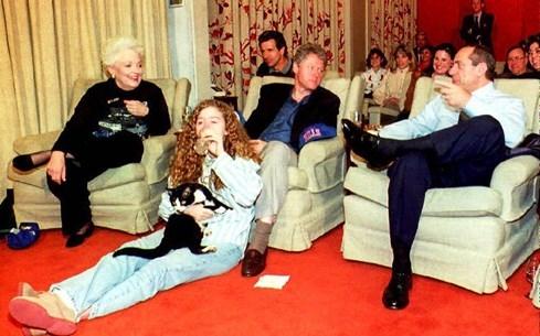 Cô gái âm thầm giúp bà Hillary Clinton tiến tới ghế tổng thống Mỹ - ảnh 2