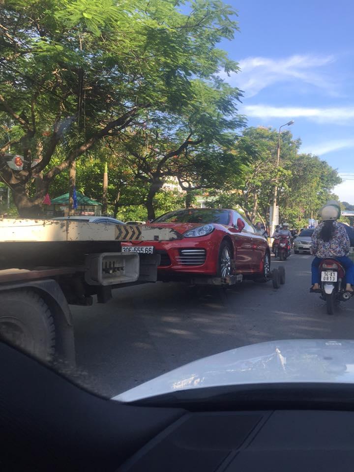Theo một số tin đồn, chiếc Porsche Panamera Turbo Exclusive này thuộc sở hữu của một nữ đại gia Quảng Ninh.