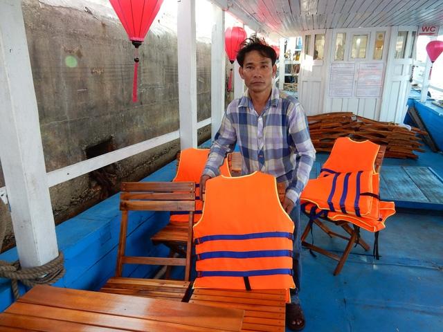Ông Võ Đình Chinh mong sớm được chạy tàu du lịch trở lại để có tiền trả nợ, nuôi gia đình.