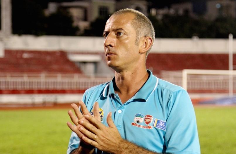 Sau khi chia tay V.League, HLV Graechen trở lại công tác đào tạo trẻ tại Học viện HAGL Arsenal-JMG.