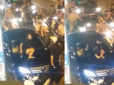 Ghen tuông, cô gái trẻ gào khóc trèo lên nắp capô đập kính xe Mercedes giữa phố Hà Nội?