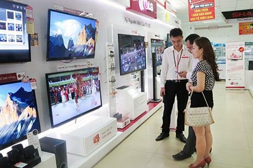 Mùa Euro 2016, nhiều siêu thị điện máy đưa ra các chương trình khuyến mại hấp dẫn khi mua TV.