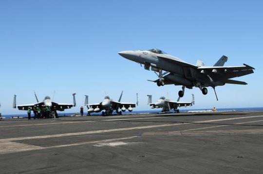 Máy bay cất cánh từ tàu sân bay USS Harry S. Truman. Ảnh: Reuters