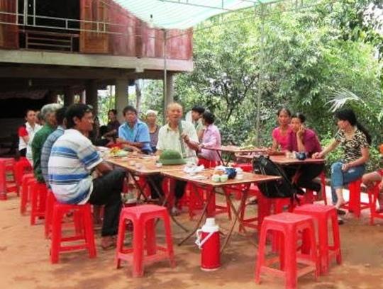 Gia đình ông Phạm Văn Dụng đang chờ đón thi thể ông về để tổ chức an táng