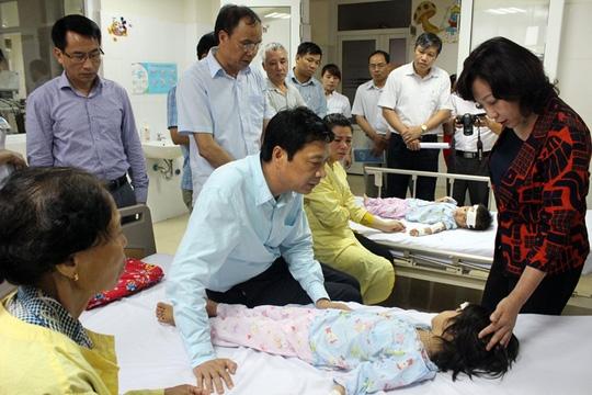 Lãnh đạo tỉnh Quảng Ninh thăm hỏi, động viên các nạn nhân bị sét đánh tại bệnh viện