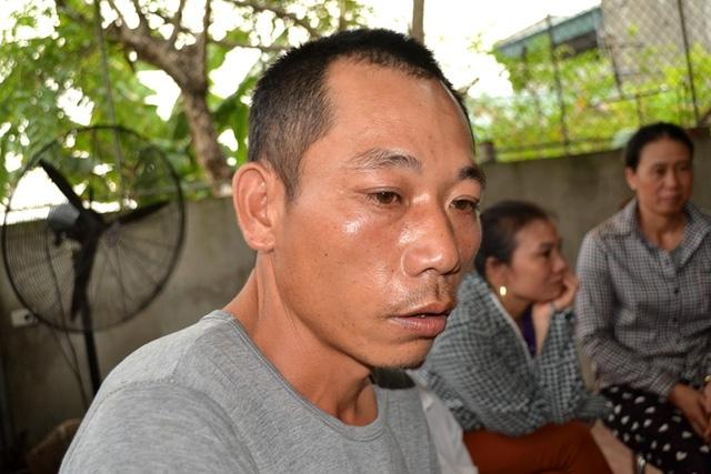 Anh Vương Văn Nguyên không tin nổi con mình lại bị Trưởng giết hại dã mam. Ảnh: Đ.Tuỳ