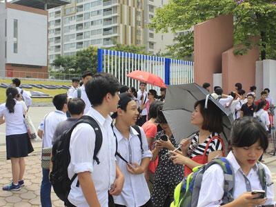 """Thi vào 10 tại Hà Nội: Đề thi """"dễ thở"""", điểm chuẩn sẽ tăng?"""