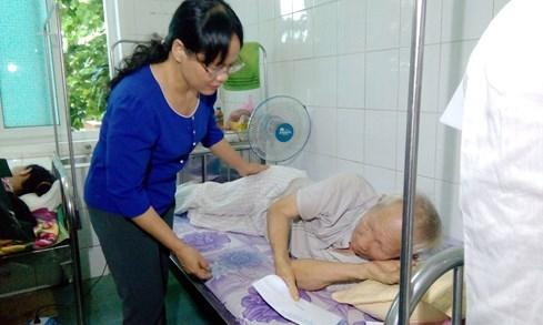 60 người nhập viện vì ngộ độc thực phẩm, nghi do ăn bánh ướt - ảnh 1