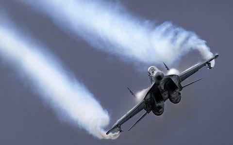 Chien dau co no tung gan Moskva: Tranh cai Su-27, MiG-29