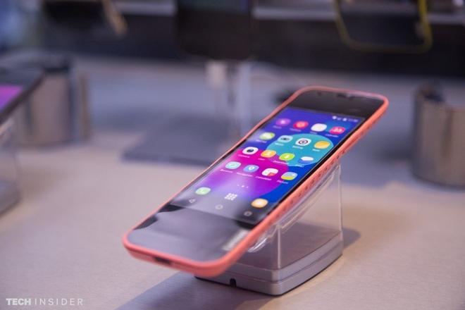 Đây là smartphone có thể uốn cong ở trạng thái bình thường