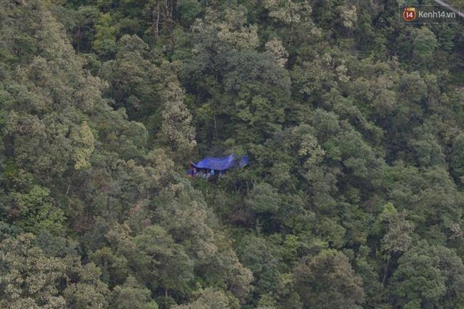 Những hình ảnh đầu tiên về vị trí phát hiện thi thể phượt thủ người Anh tử nạn ở Fansipan - Ảnh 2.