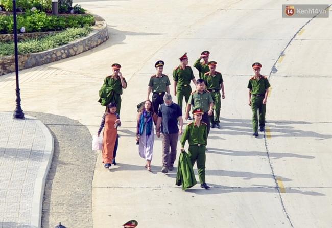 Thi thể du khách người Anh được chuyển về Sa Pa trong sự ngóng chờ mòn mỏi của người thân - Ảnh 9.