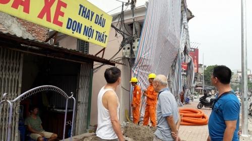 Vụ cột điện 'mọc' xuyên nhà dân: Chủ tịch phường lên tiếng - Ảnh 4