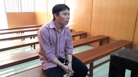 'Yêu rau xanh' Văn Hoài Dũng nay lãnh 10 năm tù vì hiếp dâm vợ của bạn. Ảnh: Tân Châu
