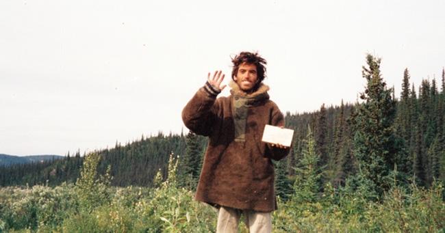 Chris McCandless: Vứt bỏ vật chất để lang thang vào miền hoang dã, và cái chết gây tranh cãi suốt hàng chục năm - Ảnh 1.