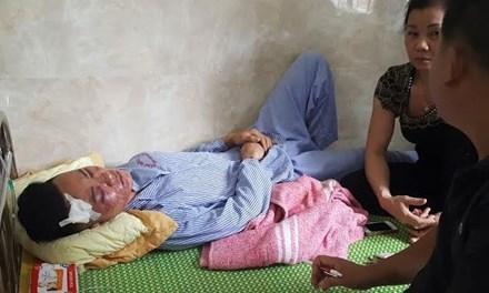 Công an lấy lời khai nạn nhân Thế Anh trong tình trạng vẫn bị choáng tại bệnh viện.