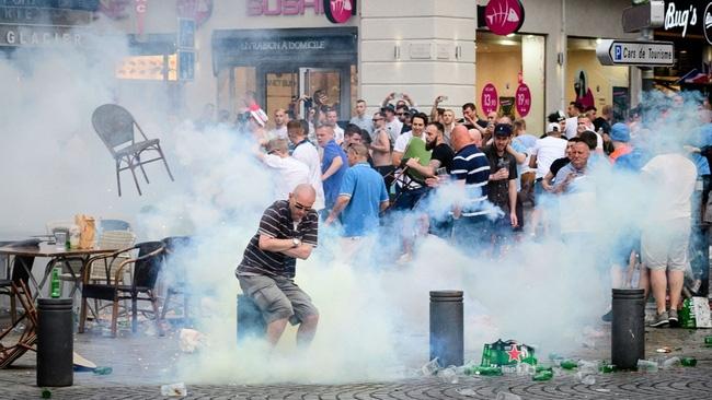 Fan Anh tiếp tục gây rối ở Marseille - Ảnh 3.