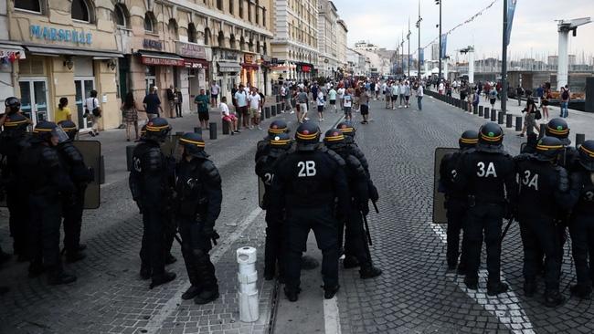 Fan Anh tiếp tục gây rối ở Marseille - Ảnh 9.