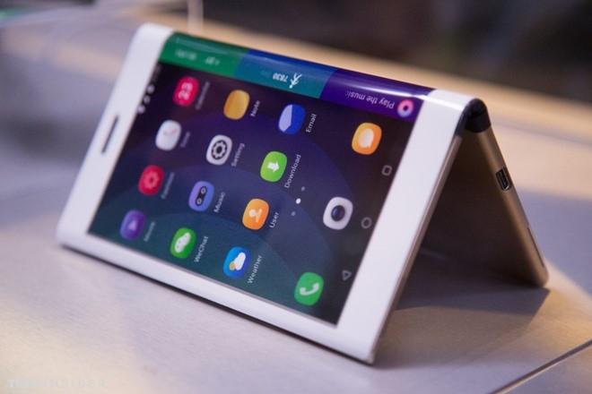 Lenovo gioi thieu nguyen mau smartphone uon deo hinh anh 6