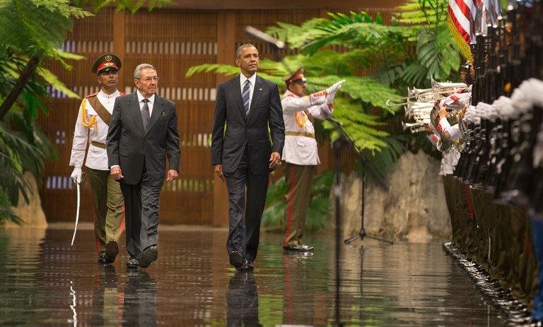 Tổng thống Mỹ Barack Obama (phải) và Chủ tịch Cuba Raul Castro trong chuyến thăm của ông Obama tới Cuba hồi tháng 3 (Ảnh: New York Times)