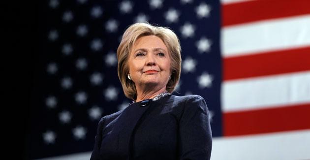 Cựu ngoại trưởng Hillary Clinton rất có thể sẽ trở thành nữ Tổng thống đầu tiên của nước Mỹ (Ảnh: AP)