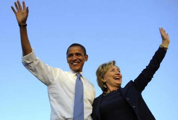 Tổng thống Mỹ Barack Obama (trái) và bà Hillary Clinton thuộc đảng Dân chủ (Ảnh: AFP)