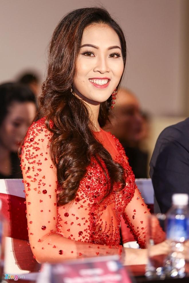 Tan Hoa khoi Ao dai noi ve chuyen qua tuoi de thi Miss World hinh anh 1