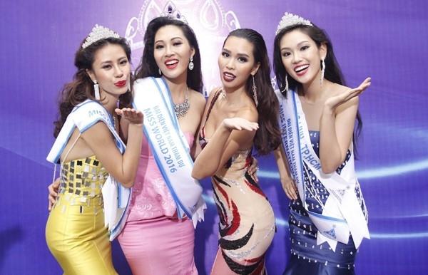 Tan Hoa khoi Ao dai noi ve chuyen qua tuoi de thi Miss World hinh anh 2