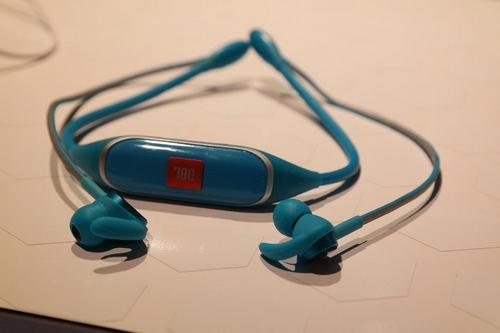 7-tai-nghe-neckband-gia-tot-2